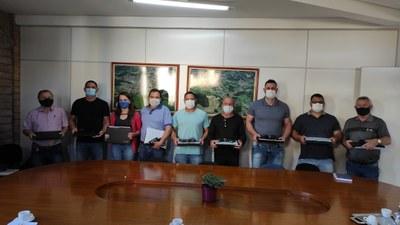 Entrega de material para Vereadores darem início as sessões legislativas