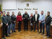 Legislativo recebe troféu dos Organizadores do I Enartinho